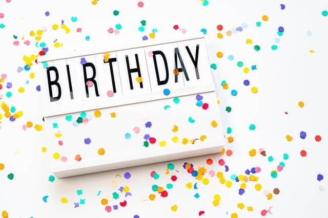 משכנתאמן חוגג יום הולדת שמונה